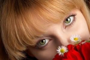 Savvy Gal Spotlight: Keep Your Eyes Beautiful with Safe Makeup Tips